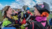 VIDEO. Vrouwelijke skydivers verbreken twee Belgische records