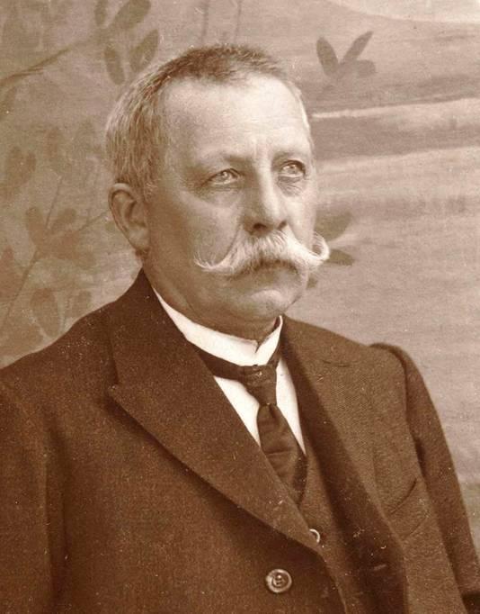 De naam Felix verwijst naar de overgrootvader van Kurt, Felix Vansteelant. Hij was de eerste van vier generaties fotografen.