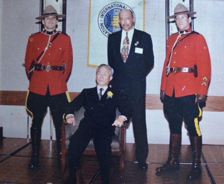 Frank Vanberghen en Taekwondo-stichter Choi Hong Hi in 1996 op een internationale bijeenkomst in Canada.