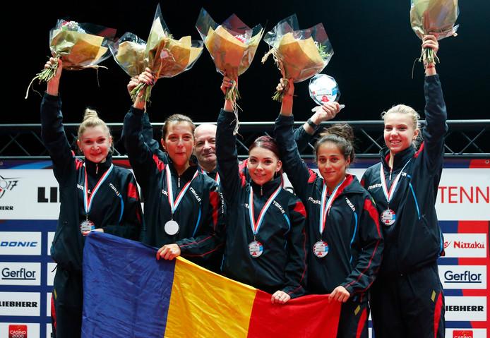 De Roemeense dames na de EK-titel.