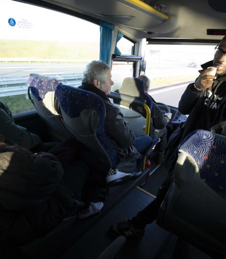 Politie stopt bus van protestgroep Kick Out Zwarte Piet: 'Afspraken niet nagekomen'
