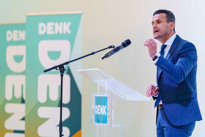 Farid Azarkan tijdens de ledenvergadering van Denk.