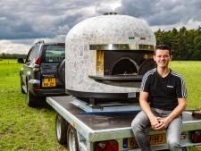 De (straat-)pizza van Armin Blom 'hangt' echt op zijn Napolitaans