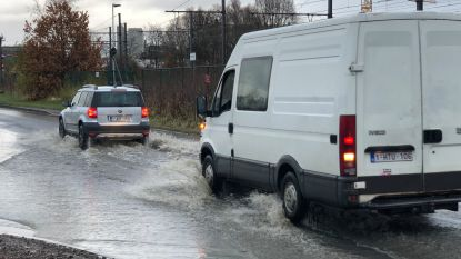 Straten afgesloten door wateroverlast in Hoboken en op het Kiel