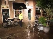 ADO-fan op crossmotor crasht op terras na politieachtervolging in Nootdorp