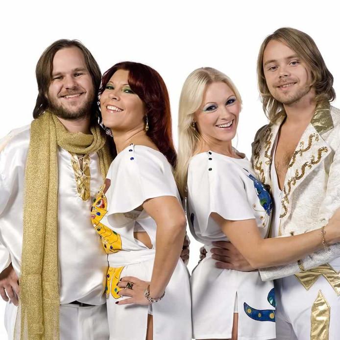 De ABBA-lookalikes die meedoen aan de show.