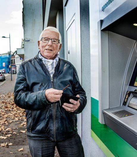 Meldpunt voor ouderen die bankfiliaal missen: 'Digitale tijdperk is veel lastiger'