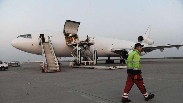 Het vliegtuig van het Rode Kruis komt aan op het vliegveld van Sanaa. Beeld null