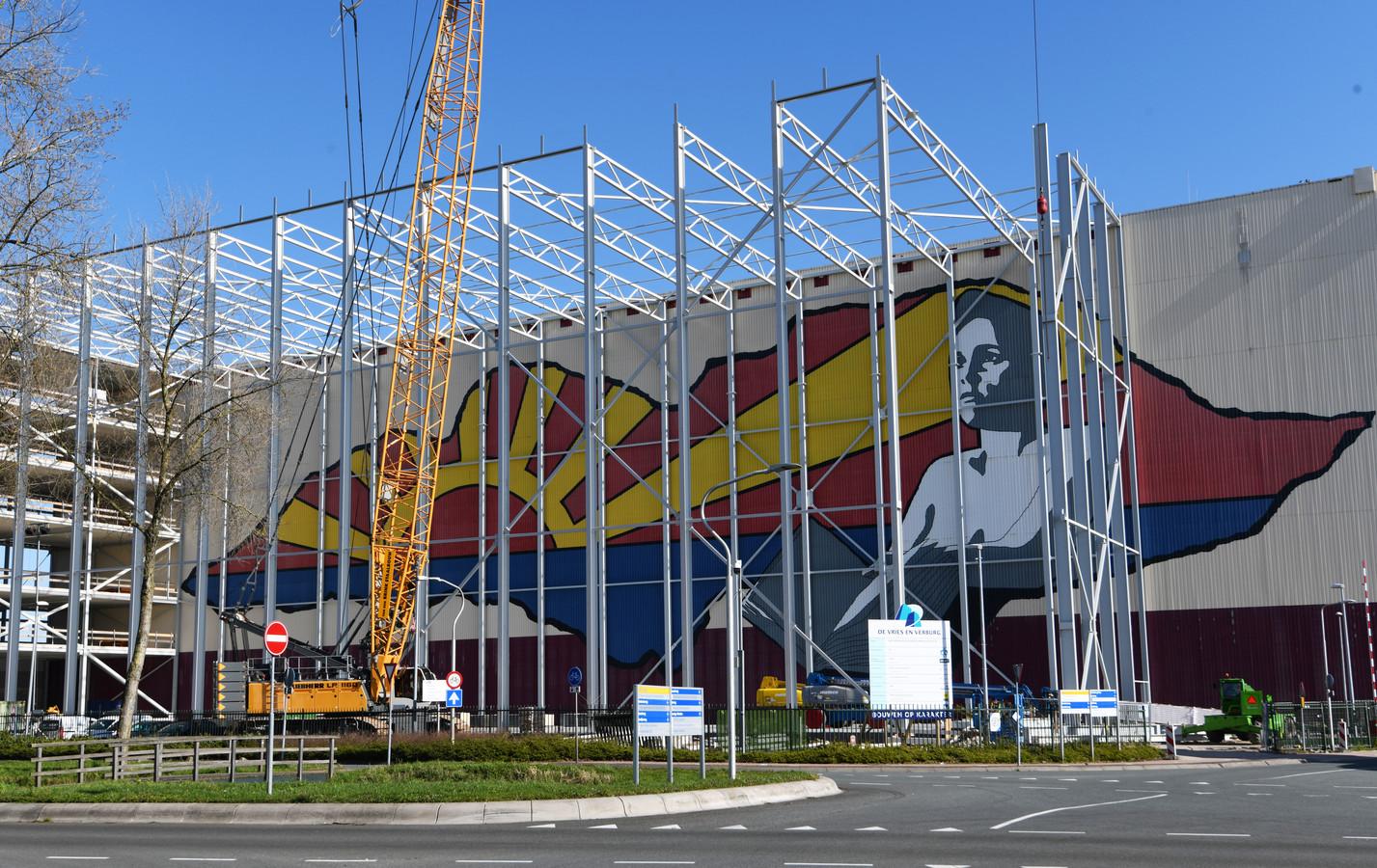 Culemborg Gevangen, de grootste muurschildering op de grootste boekenkast van Nederland, verdwijnt achter nieuwbouw.