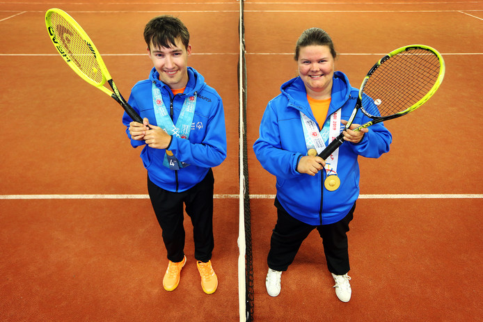 20190328 - Etten-Leur - Rik Snepvangers (21) en Tanja Baremans (27) zijn lid van het G tennisteam van T.C. Etten en mochten Nederland vertegenwoordigen met de Special Olympics in Abu Dhabi. Zij wonnen bij het gemengd dubbel samen de 4de prijs en zijn allebei genomineerd als Sporter met een beperking van het jaar 2019 voor het sportgala in Etten-Leur.