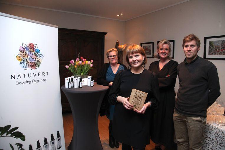 Karolien Desmet (vooraan) is trots met de erkenning die ze krijgt van Unizo.