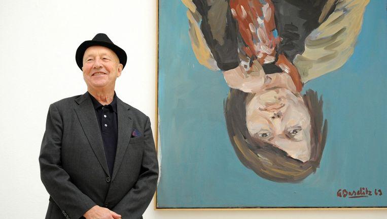 Georg Baselitz naast zijn schilderij 'Elke 1'. Beeld epa