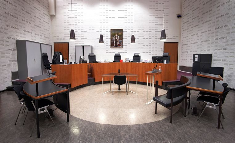 Interieur van de rechtszaal in het paleis van justitie in Den Haag.  Beeld null
