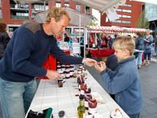 Marktkooplieden Dronten houden weekmarkt liever op parkeerterrein dan op Meerpaalplein