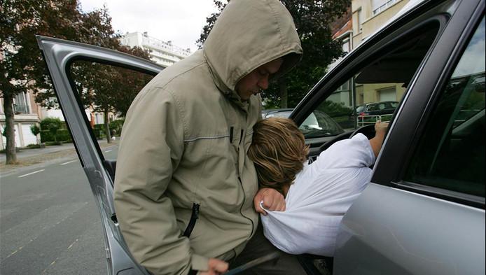 Une jeune conductrice victime d'un car-jacking à Tubize | Belgique ...