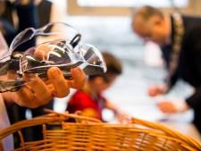 Oproep fietsenzaak Harings uit Almelo: 'Schenk vuurwerkbrillen aan de zorg'