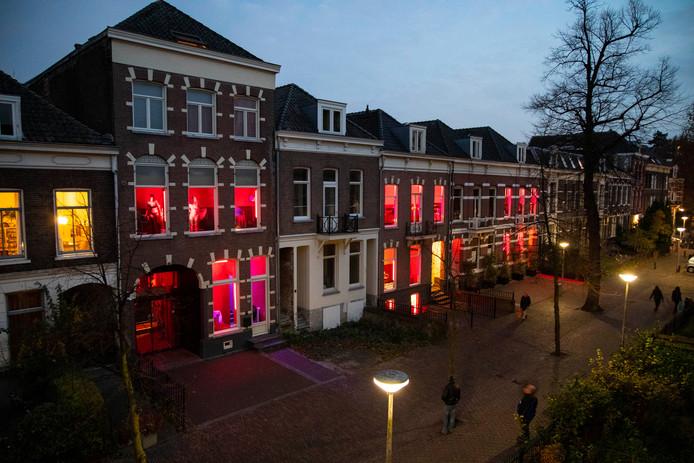 De rosse buurt in Nijmegen: twee van de drie panden gaan dicht.