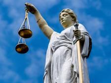 Voorwaardelijke straf voor Almeloër die vader in gezicht slaat