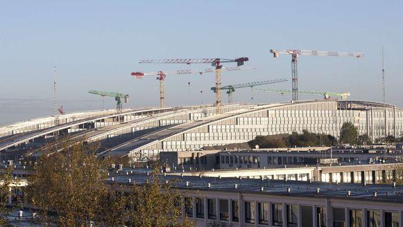 Het NAVO-hoofdkwartier in Brussel, met achteraan de nieuwe gebouwen.