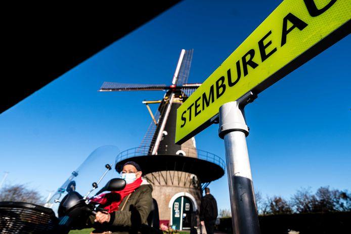 In de Kerkhovense molen was woensdag een stembureau ingericht.