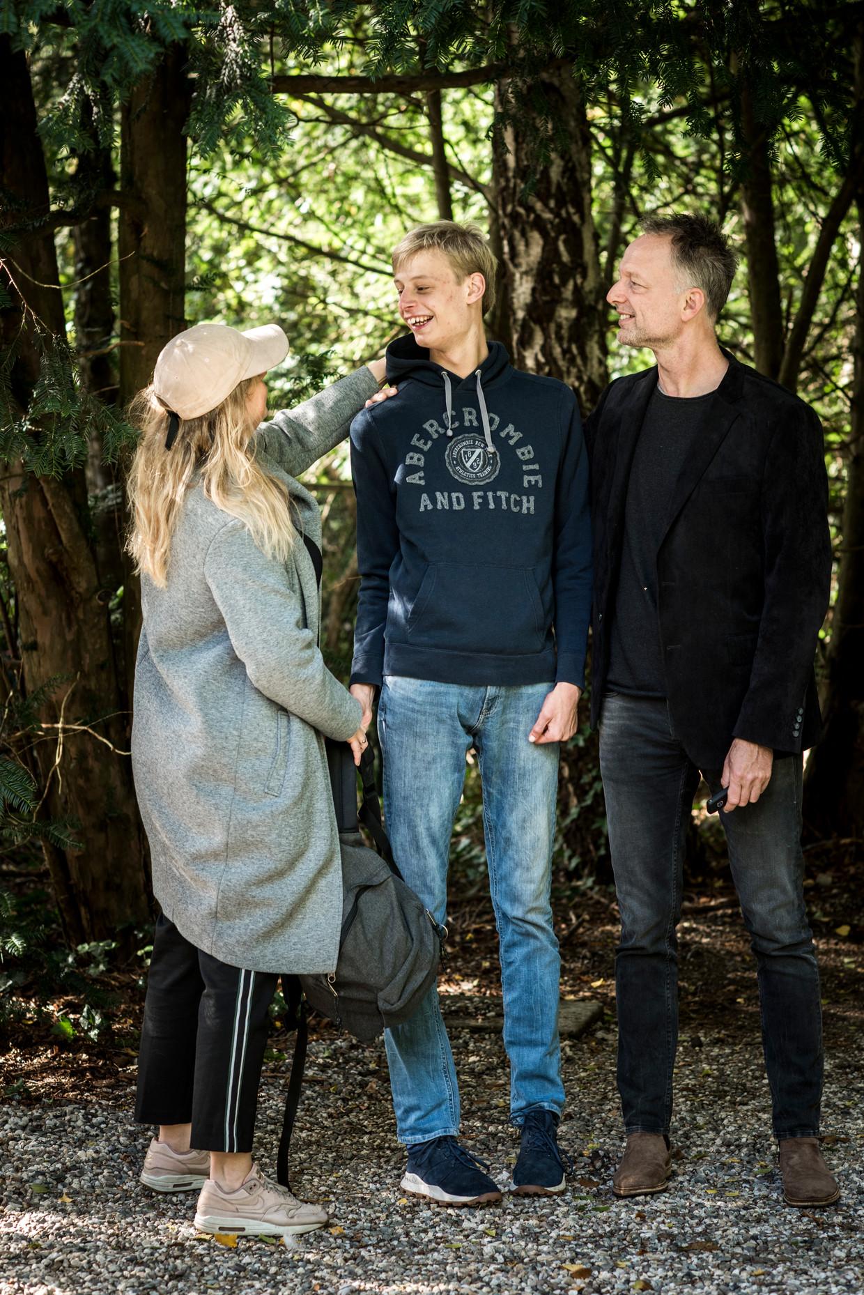Boris met zijn ouders Laurens en Roelien. Beeld Linelle Deunk