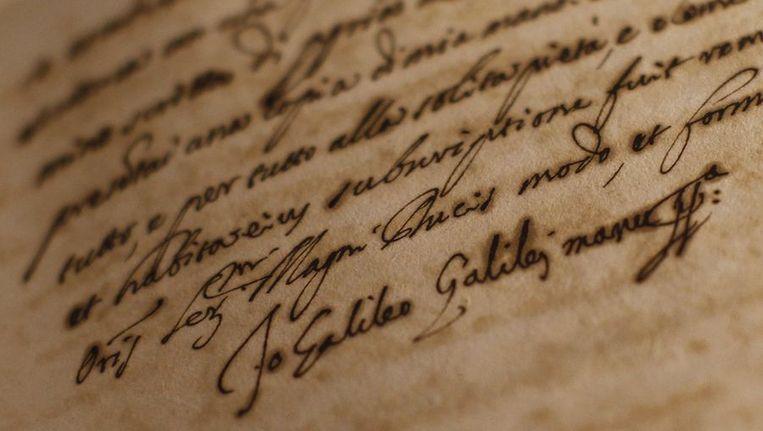 De handtekening van Galileo Galilei onderaan een document in de expositie Lux in Arcana. Beeld null