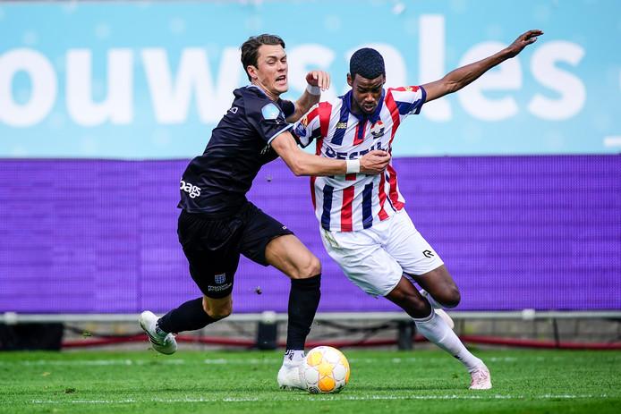 Thomas Lam (links) kwam in april, tegen Willem II, voor het laatst in actie voor PEC Zwolle. Sindsdien herstelt hij van een gebroken voet.