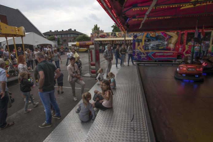De kermis in De Mortel werd vorig jaar goedbezocht. archieffoto Van de Meulenhof
