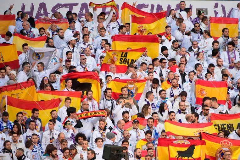 Veel Spaanse vlaggen in het Bernabeu.