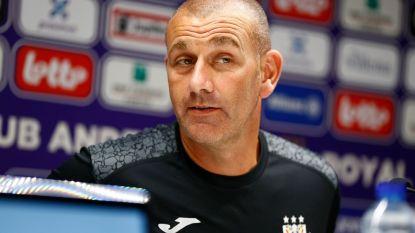 """RSCA-coach Davies over een nieuwe spits: """"Kijken altijd om team te verbeteren"""""""