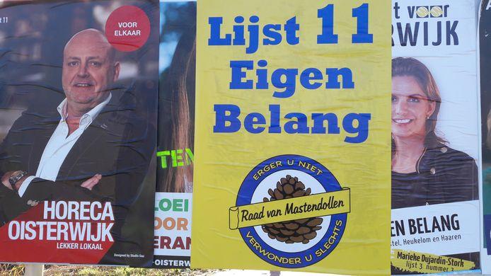 Carnaval en horeca, hier in de persoon van Cees van Beurden (Seasons), plakten op de vooravond van de verkiezingen over de posters van lijsttrekkers in Oisterwijk heen