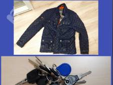 Vergat een inbreker vannacht zijn jas en sleutels in een tuin aan de Schoener?