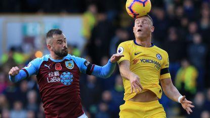 Defour en Burnley afgemaakt in eigen huis door Chelsea, dat in slipstream Liverpool blijft