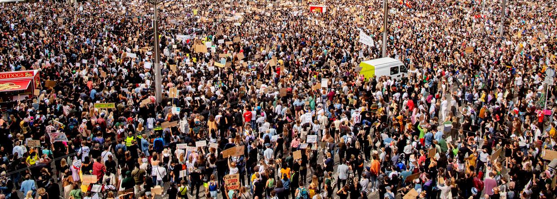 De mensenmassa tijdens de demonstratie op de Dam. Beeld ANP / Robin Utrecht