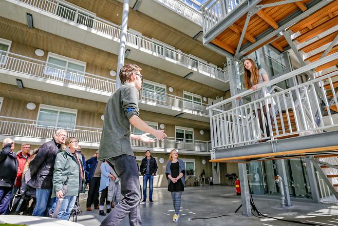 De theatergroep Storytellers voerde tijdens een eerdere editie van Zoete Herinneringen de balkonscène van Romeo en Julia op.
