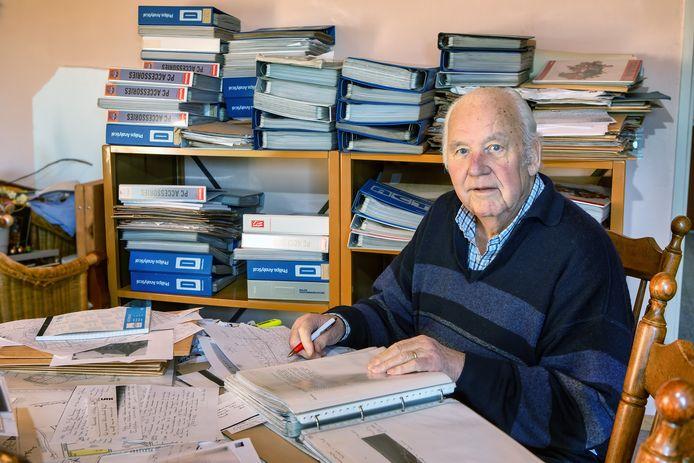 Joop Vermeulen, ooit Willemstadter maar nu woonachtig in Veldhoven, heeft mappen vol met gegevens over Willemstad en diens bewoners.
