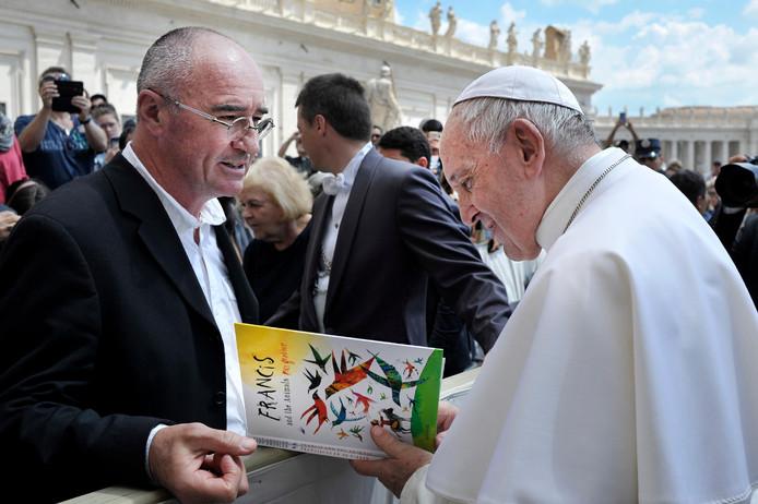 Illustrator Piet Gobler en de Paus.
