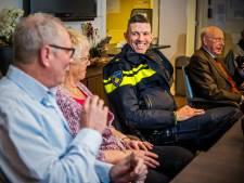 Geen mailadres, wél flyers en visitekaartje voor Rotterdamse wijkagent: 'Dit is onvoldoende'