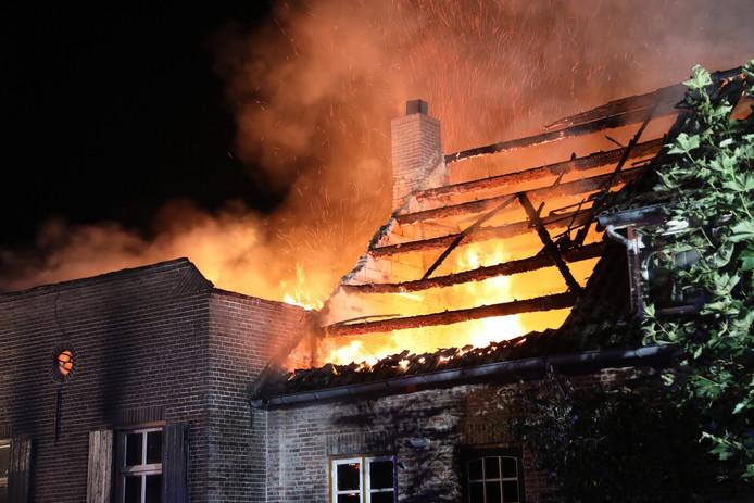 Uitslaande woningbrand in Haren.