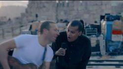 LIVE. Bekijk hier het optreden van Coldplay (en Stromae) in Jordanië
