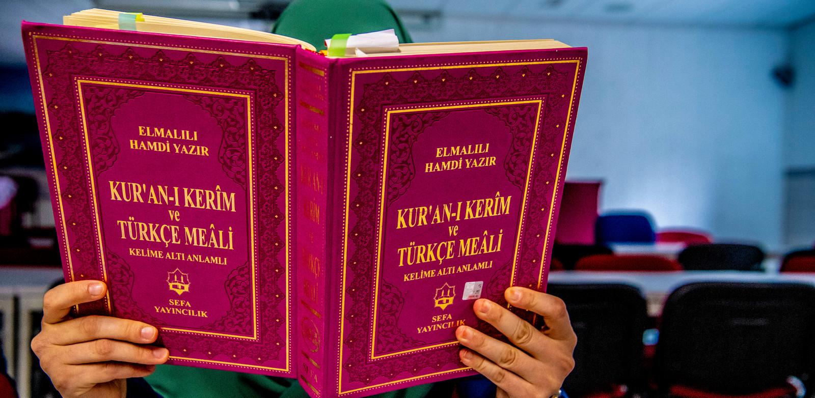 Lezen uit de koran in een moskee (ter illustratie).