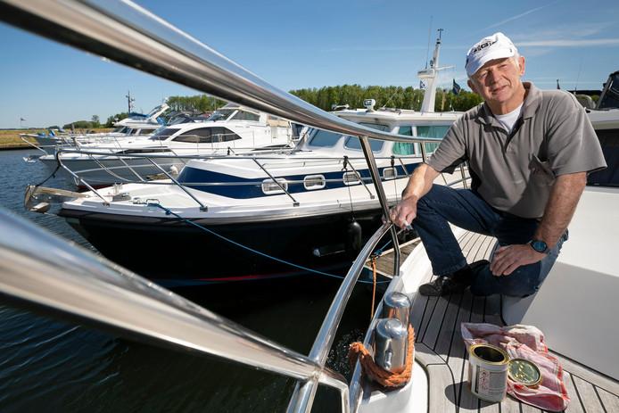 Martin Broeders moet na 20 jaar de jachthaven van Waspik verlaten.
