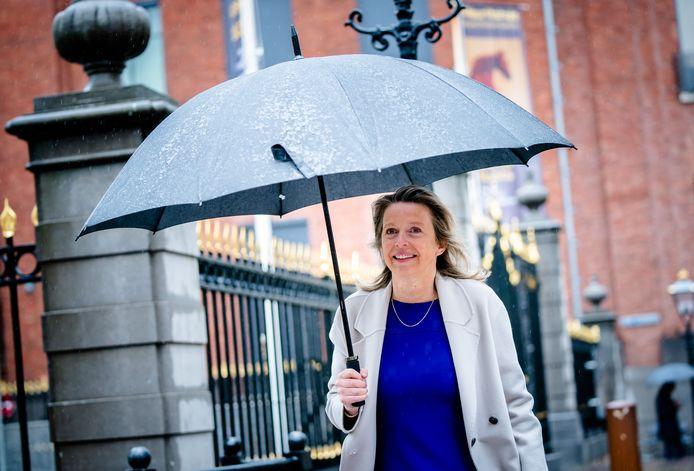 Minister Kajsa Ollongren van Binnenlandse Zaken (D66) bij aankomst op het Binnenhof voor de wekelijkse ministerraad vanmiddag.