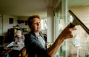 2016-03-01 13:08:20 AMERSFOORT - Een medewerkster van thuiszorgorganisatie Buurtzorg verzorgt de woning van mevrouw De Jong. Buurtzorg Nederland neemt een deel van het wankelende thuiszorgbedrijf TSN over. ANP ROBIN VAN LONKHUIJS