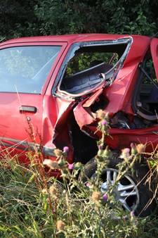 VIDEO: Veel schade aan twee gebotste auto's op A59 bij Heesch