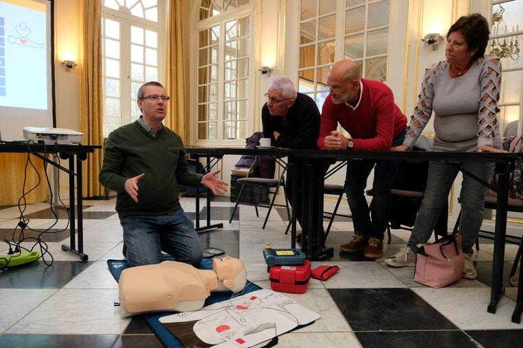 Kasteel d'Ursel leerde de medewerkers en bezoekers reanimeren
