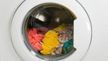 Uw wasmachine spoelt niet alleen vuil door het riool, ook microplastic gaat zo naar zee. Kan een filter soelaas brengen?
