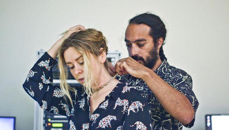 Sunny Bergman en haar partner ondergaan in Man Made een hersenscan. Beeld VPRO