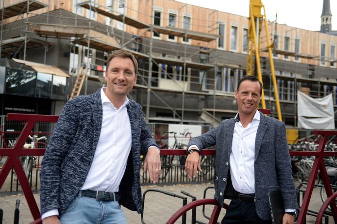 Hengelo - Hendrik-Jan Huls (48) en zijn broer Gerard (44) voor de vijftien nieuwe studio's.