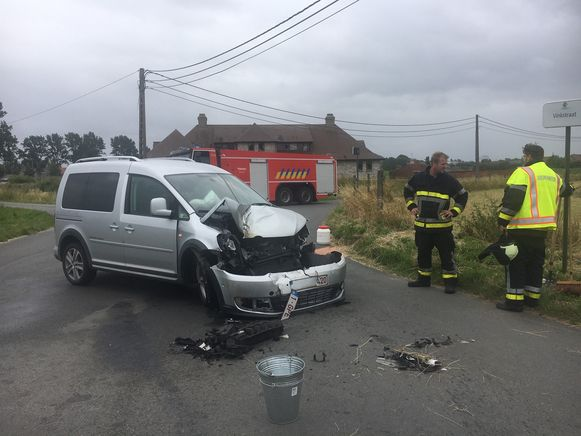 De Volkswagen Caddy raakte zwaar beschadigd.